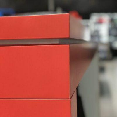 farbanje nameštaja u crveno